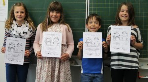 Deike (B3), Miriam (N2), Malte (B1) und Lara (N4) mit ihren Urkunden
